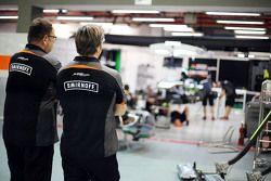 Tom McCullough, Sahara Force India F1 Team Jefe Ingeniero con Andy Stevenson, Sahara Force India F1