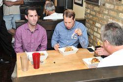 Brad Keselowski, Team Penske Ford visita la prensa en Chicago