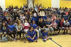Ryan Newman, Richard Childress Racing Chevrolet visita una escuela en Dover, DE