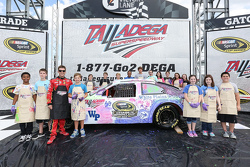Jamie McMurray, Chip Ganassi Racing Chevrolet pasó tiempo con los medios de comunicación y los jóven
