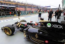 Romain Grosjean, Lotus F1 E23, fährt aus der Box