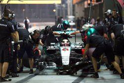 刘易斯•汉密尔顿,梅赛德斯W06赛车,进站练习