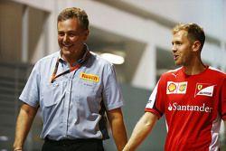 Mario Isola, Pirelli Racing Manager con Sebastian Vettel, Ferrari