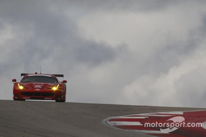 A Ferrari F458 é 14 segundos mais veloz do que a McLaren.