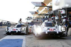 #18 Porsche Team Porsche 919 Hybrid: Romain Dumas, Neel Jani, Marc Lieb and #17 Porsche Team Porsche