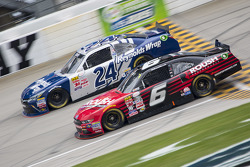 Darrell Wallace Jr., Roush Fenway Racing Ford y Eric McClure, JGL Racing Toyota