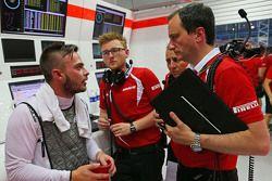 Will Stevens, Manor F1 Takımı ile Gianluca Pisanello, Manor F1 Takımı Baş Mühendisi