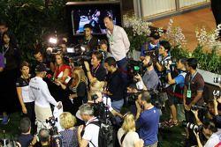 lewis Hamilton, Mercedes AMG F1 Takımı medya ile birlikte