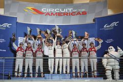 Podium: 1. Timo Bernhard, Mark Webber, Brendon Hartley, Porsche Team; 2. Marcel Fässler, Andre Lotte