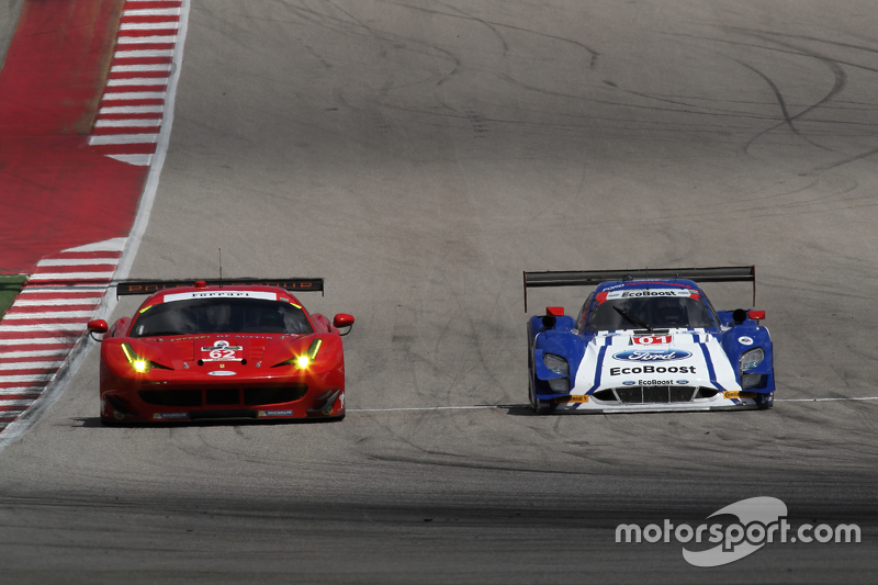 #62 Risi Competizione Ferrari F458: П'єр Каффер, Джанкарло Фізікелла та #01 Chip Ganassi Racing Ford/Riley: Скотт Пруетт, Джоі Хенд