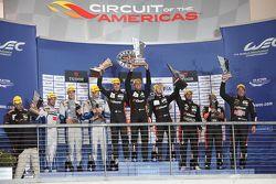Podio LMP2: i vincitori Roman Rusinov, Julien Canal, Sam Bird, G-Drive Racing, al secondo posto Matt