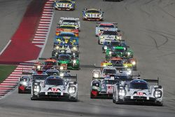 Start: #18 Porsche Takımı - Porsche 919 Hibrit: Romain Dumas, Neel Jani, Marc Lieb lider