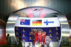 Podio: il vinctore Sebastian Vettel, Ferrari, il secondo classificato Daniel Ricciardo, Red Bull Rac
