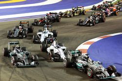 Lewis Hamilton, Mercedes AMG F1 W06, Nico Rosberg, Mercedes AMG F1 W06 e Valtteri Bottas, Williams FW37 alla partenza della gara