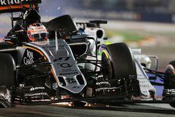 Nico Hulkenberg, Sahara Force India F1 VJM08 e Felipe Massa, Williams FW37 se tocam na pista