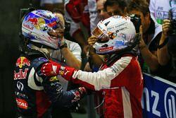 Il vincitore della gara Sebastian Vettel, Ferrari festeggia nel parco chiuso con il secondo classifi