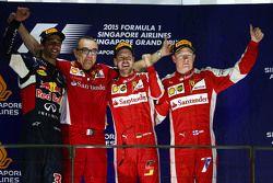 Podium : le vainqueur Sebastian Vettel, Ferrari, le deuxième, Daniel Ricciardo, Red Bull Racing, le troisième, Kimi Raikkonen, Ferrari