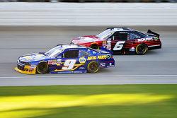 Chase Elliott, JR Motorsports Chevrolet y Darrell Wallace Jr., Roush Fenway Racing Ford