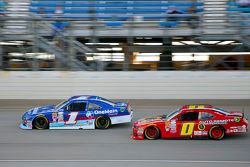 Elliott Sadler, Roush Fenway Racing Ford y Michael Self, Chevrolet