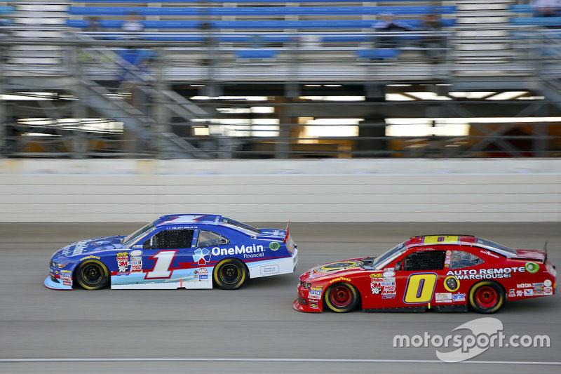 Elliott Sadler, Roush Fenway Racing Ford e Michael Self, Chevrolet