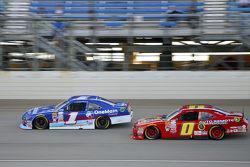 Elliott Sadler, Roush Fenway Racing Ford and Michael Self, Chevrolet