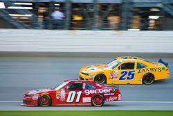 Landon Cassill, JD Motorsports Chevrolet y John Wes Townley, Athenian Motorsports Chevrolet