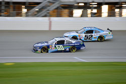 Chris Buescher, Roush Fenway Racing Ford e Joey Gase, Jimmy Means Racing Chevrolet