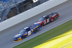 Chase Elliott, JR Motorsports Chevrolet and Darrell Wallace Jr., Roush Fenway Racing Ford