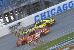 Daniel Suarez, Joe Gibbs Racing Toyota y Paul Menard, Richard Childress Racing Chevrolet