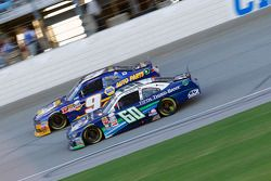 Chris Buescher, Roush Fenway Racing Ford e Chase Elliott, JR Motorsports Chevrolet