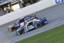 Chris Buescher, Roush Fenway Racing Ford e Chase Elliott, JR Motorsports Chevrolet