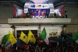 Podio: il vincitore Sebastian Vettel, Ferrari, il secondo classificato Daniel Ricciardo, Red Bull Ra
