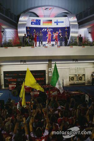 Pódio: vencedor Sebastian Vettel, Ferrari, segundo Daniel Ricciardo, Red Bull Racing, terceiro Kimi Raikkonen, Ferrari