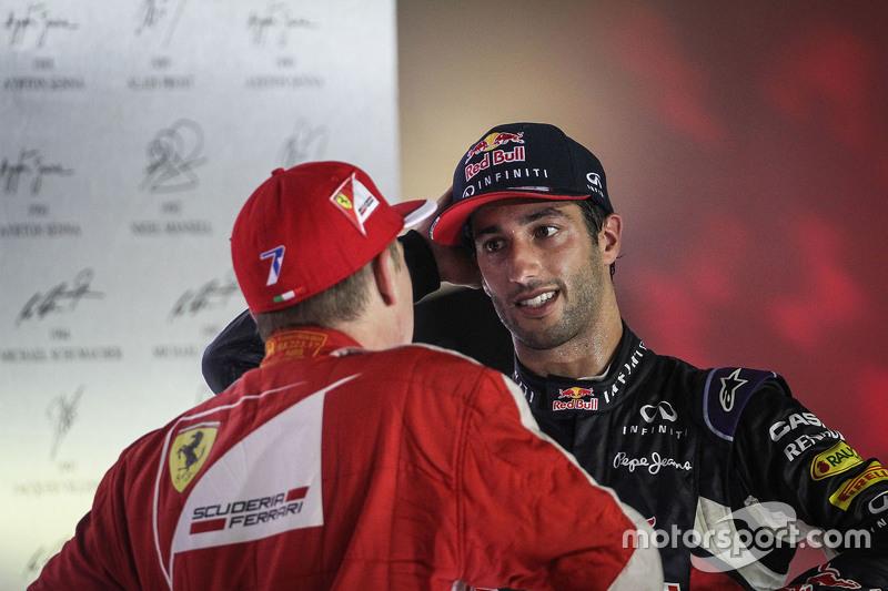 Kimi Raikkonen, Ferrari, und Daniel Ricciardo, Red Bull Racing, auf dem Podium