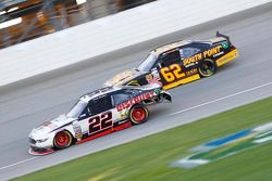 Ryan Blaney, Team Penske Ford and Brendan Gaughan, Richard Childress Racing Chevrolet