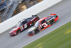 Ty Dillon, Richard Childress Racing Chevrolet y Darrell Wallace Jr., Roush Fenway Racing Ford