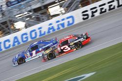 Elliott Sadler, Roush Fenway Racing Ford y Ty Dillon, Richard Childress Racing Chevrolet