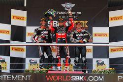 Podium Course 2 : le deuxième, Jordi Torres, Aprilia Racing Team, le vainqueur Chaz Davies, Ducati Team, le troisième Leon Haslam, Aprilia Racing Team