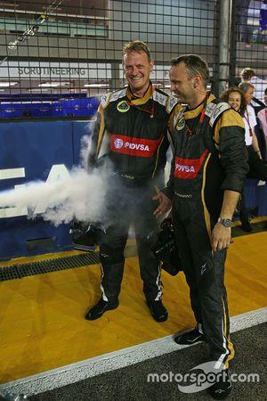 Lotus F1 Team, Mechaniker mit Trockeneis in der Startaufstellung