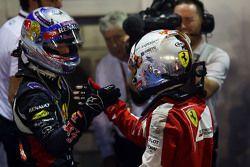 Il vincitore Sebastian Vettel, Ferrari festeggia nel parco chiuso con il secondo classificato Daniel