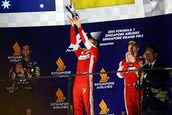 Sebastian Vettel, Ferrari festeggia la vittoria sul podio