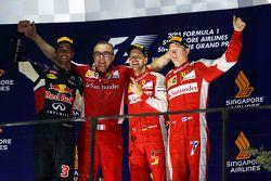 Podio: il vincitore Sebastian Vettel, Ferrari, secondo Daniel Ricciardo, Red Bull Racing, terzo Kimi