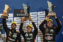 Gustavo Yacaman, Pipo Derani y Ricardo González celebran no podium