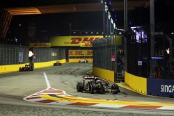 Romain Grosjean, Lotus F1 E23 rentre aux stands