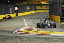 Lewis Hamilton, Mercedes AMG F1 Team rentre aux stands