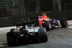 Daniil Kvyat, Red Bull Racing RB11 leads Lewis Hamilton, Mercedes AMG F1 W06