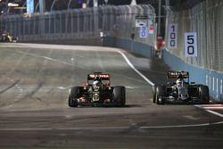Romain Grosjean, Lotus F1 E23 and Sergio Perez, Sahara Force India F1 VJM08 battle for position