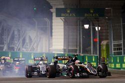 Nico Hulkenberg, Sahara Force India F1 VJM08 devant son équipier Sergio Perez, Sahara Force India F1 VJM08