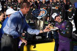 Pemenang balapan, Denny Hamlin, Joe Gibbs Racing Toyota