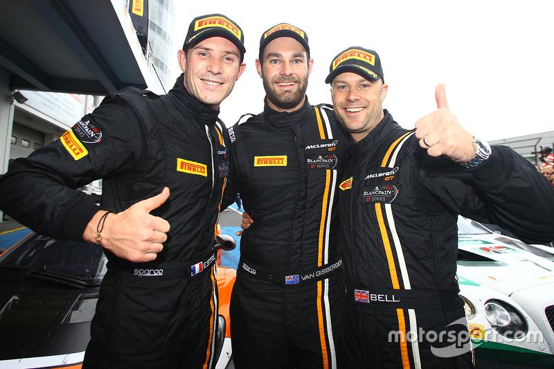 Kazanan Shane van Gisbergen, Rob Bell, Kevin Estre, Von Ryan Racing